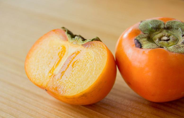 《犬に与える食べ物》犬に柿は与えても大丈夫?